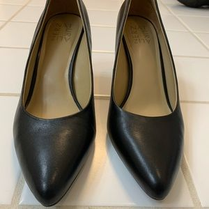 Black pumps (8.5) worn only once!